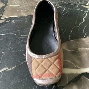 Note sale is for 1 shoe Burberry slipper size xl